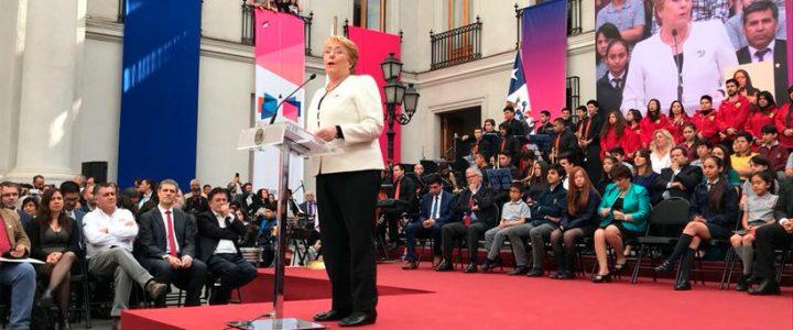 Presidente promulga Nueva Educación Pública en acto marcado por asistencia de Guillier y ME-O