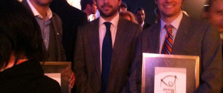Jóvenes vinculados a la Fundación Jaime Guzmán reciben premio «Jóvenes con éxito 2011»