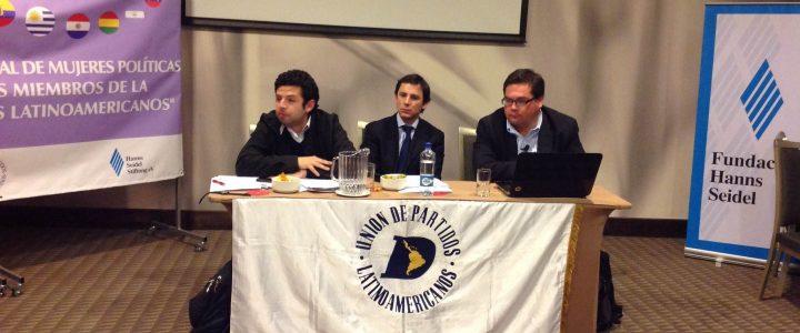 Claudio Arqueros expone en el Encuentro de Mujeres Líderes de la UPLA