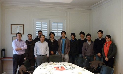 Pasantes almuerzan con José Francisco García