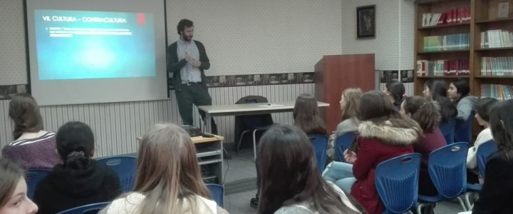 Felipe Lyon expuso en Colegio Huelen sobre liderazgo y servicio público