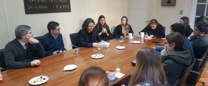 Alberto Mayol visitó la FJG para conversar sobre élites chilenas
