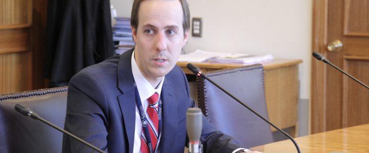 Director del Área Legislativa expone en Comisión de Derechos Humanos del Senado