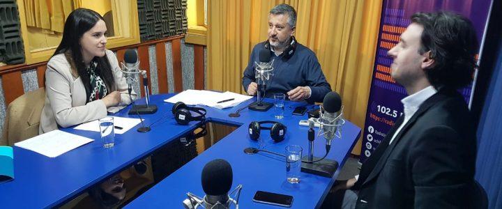 Teresita Santa Cruz debatió en Radio U. de Chile con Vlado Mirosevic