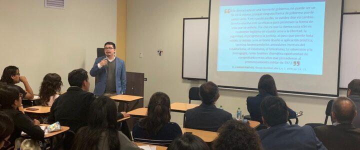 """Benjamín Cofré fue el encargado de realizar una presentación sobre el """"estallido social chileno"""" en universidad de Perú"""