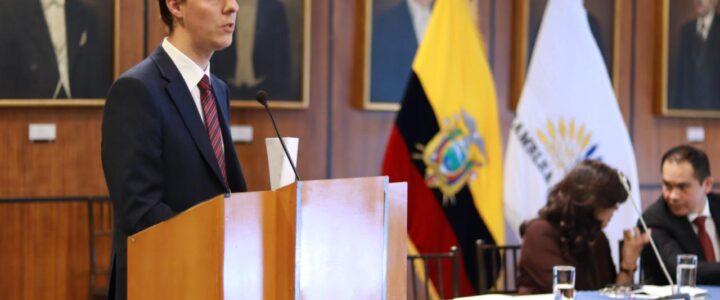 Diego Vicuña expuso en la Asamblea Nacional de Ecuador