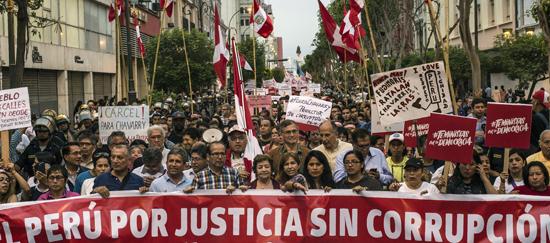 Situación política del Perú: Corrupción, destituciones y elecciones